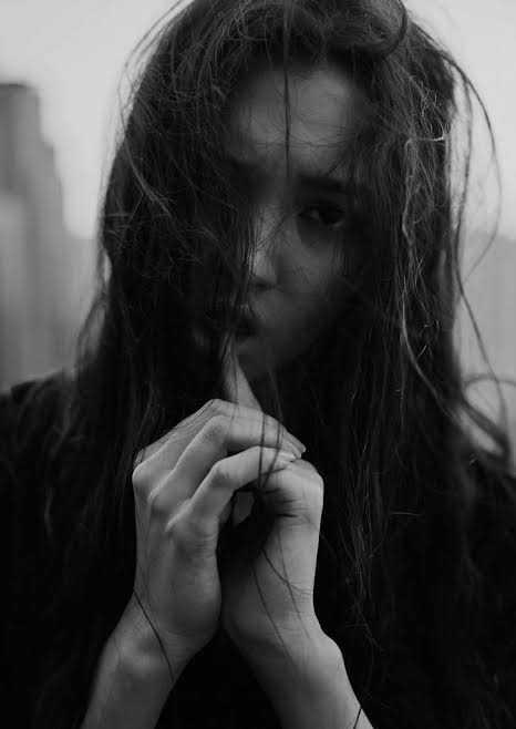 صور حزينة للبنات ـ اجمل الصور الحزينة للبنات ـ صورخلفيات بنات حزينه